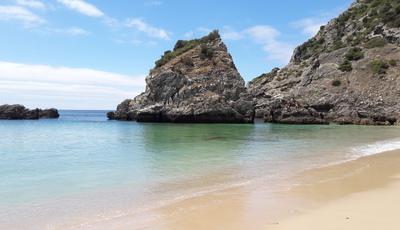 Praia do Ribeiro do Cavalo: um paraíso quase secreto próximo de Lisboa