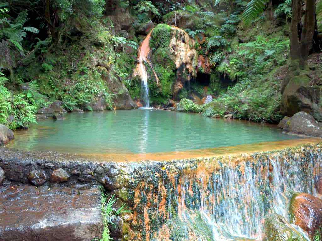Guia para relaxar nas piscinas termais em São Miguel, Açores