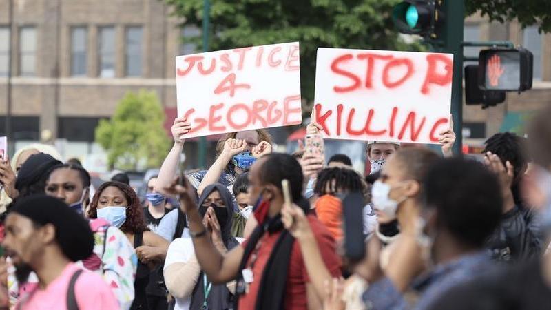 Acusação da morte de George Floyd estende-se agora aos quatro polícias envolvidos