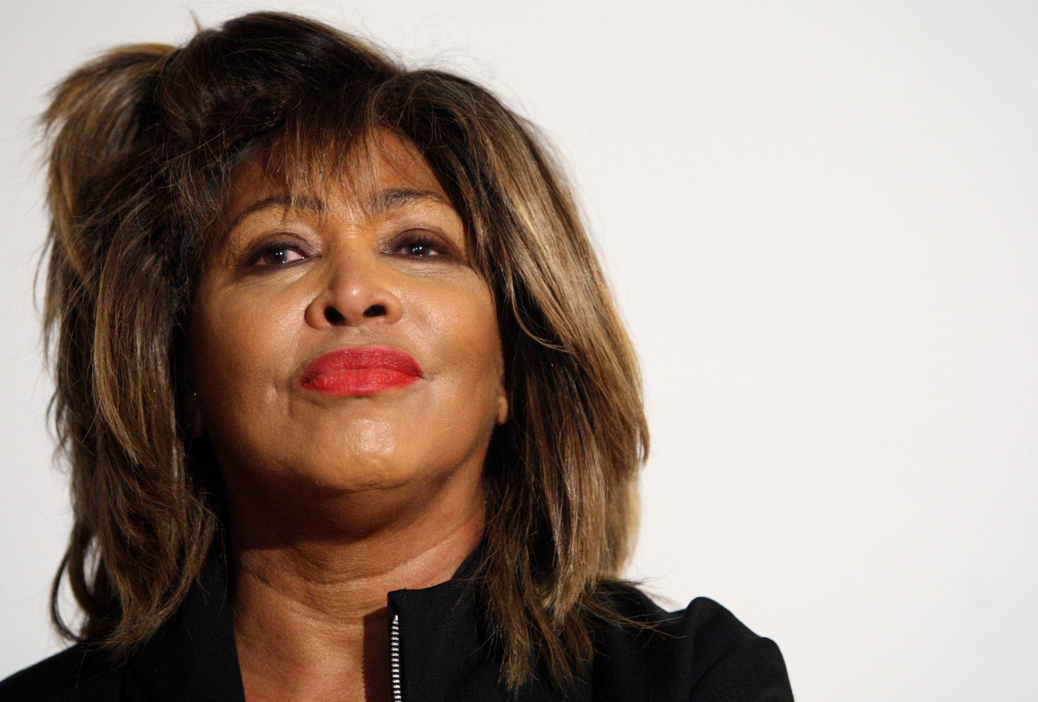 Tina Turner fala pela primeira vez sobre morte do filho