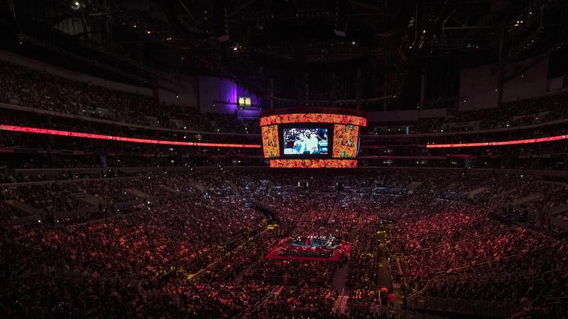 Estrelas da NBA e 20 mil adeptos prestam última homenagem a Kobe Bryant e à filha