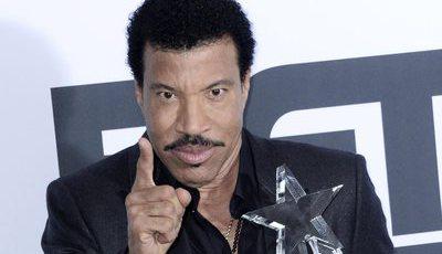 Lionel Richie e Gloria Estefan recebem prémios do Kennedy Center. Trump e Melania vão faltar à festa