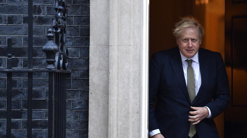 Boris Johnson ainda 'não se livrou' do coronavírus e tem de descansar. Recado do pai do primeiro-ministro britânico