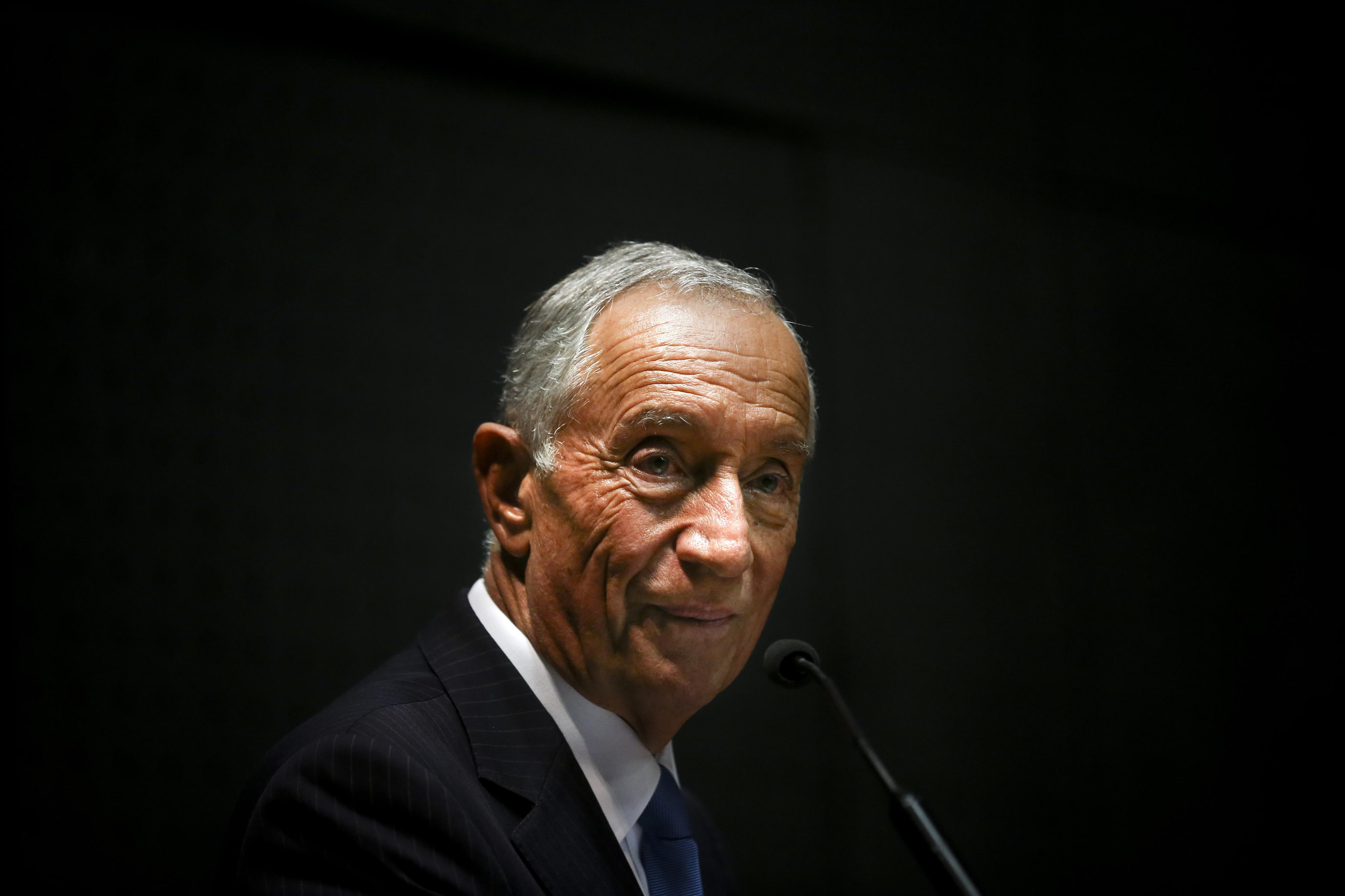 25 de Abril: Marcelo orgulhoso de ser um Presidente que anda à-vontade pelo país