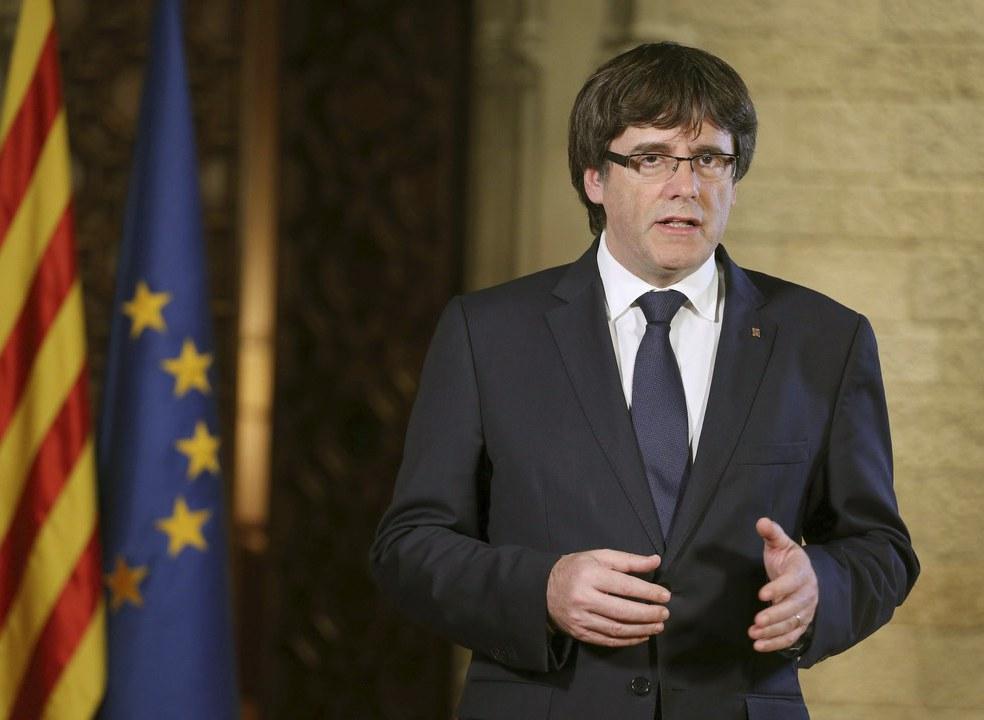 Catalunha: Puigdemont quer reunião do Parlamento regional