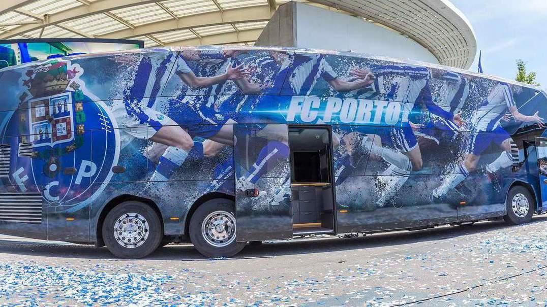Conheça o MAN Neoplan Skyliner, o vistoso autocarro do FC Porto
