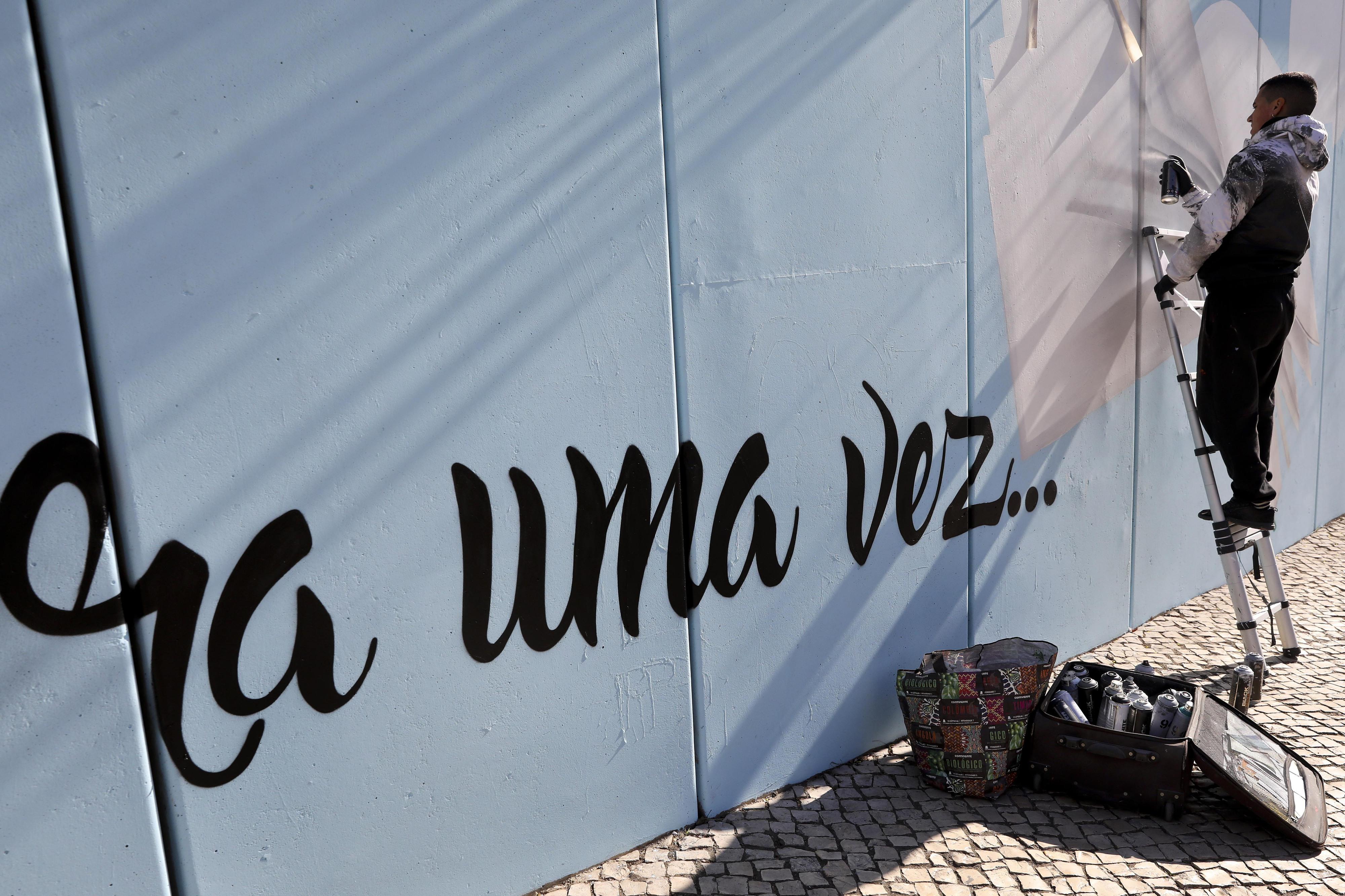 Smile pinta história de Odivelas em muro de 210 metros
