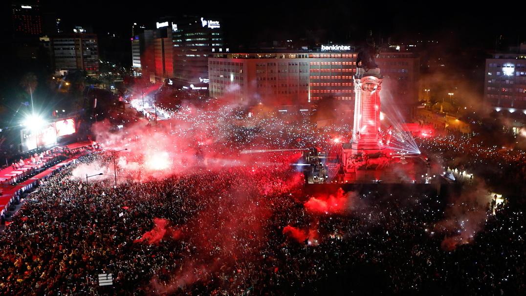 As melhores imagens da festa do Benfica no Marquês de Pombal