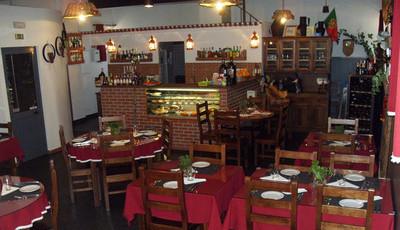 Carnes bravas no restaurante Coruja Chef, em Coruche