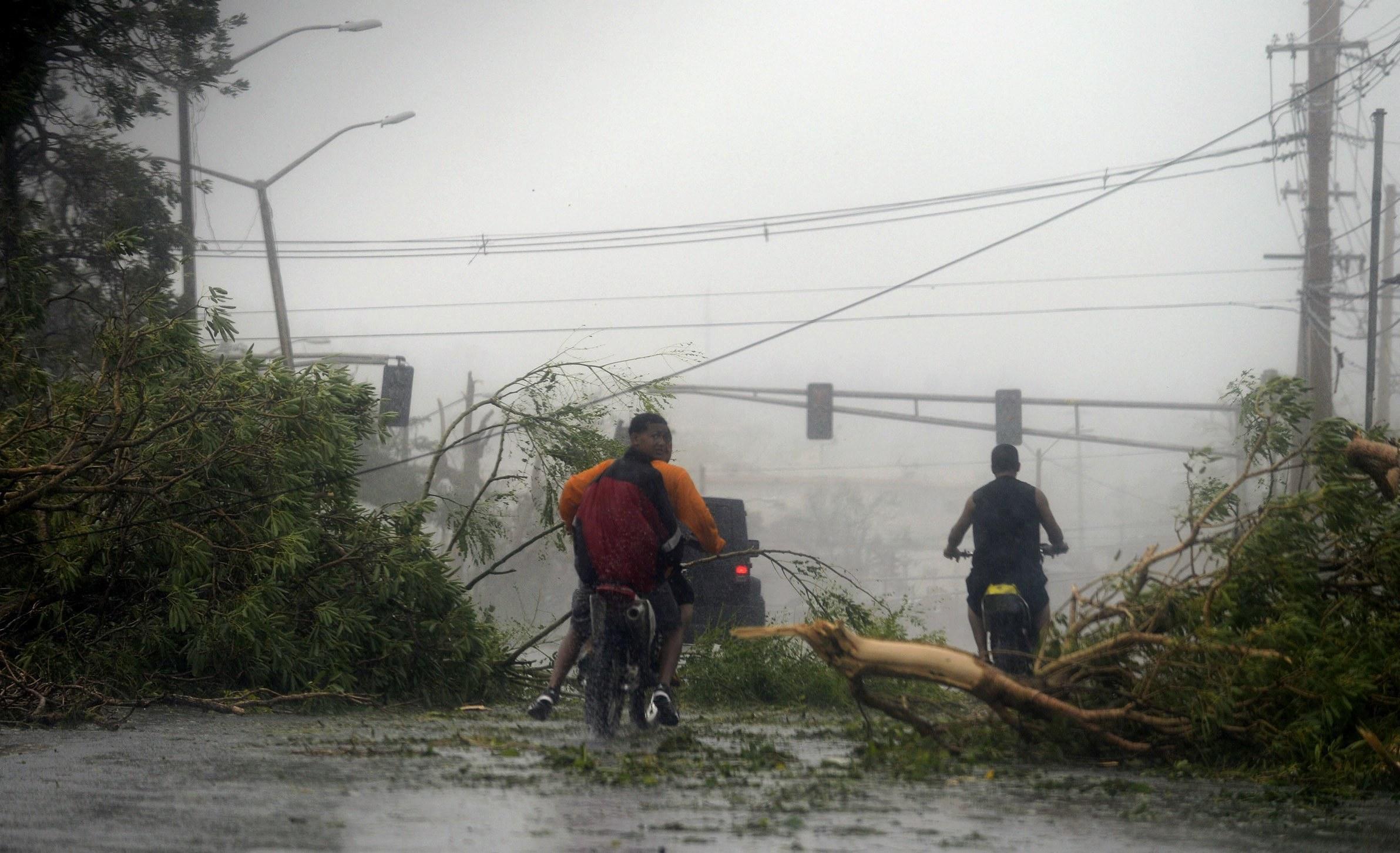 Cinco ex-presidentes dos EUA juntam-se para angariar dinheiro para vítimas de furacões