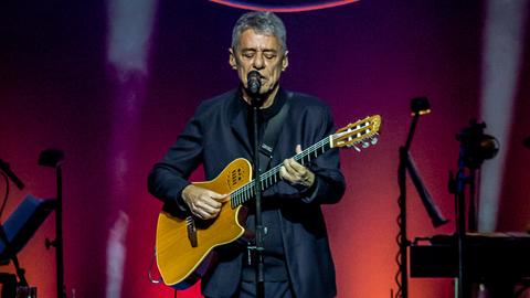 As canções de Chico Buarque fazem literatura, diz Germano Almeida