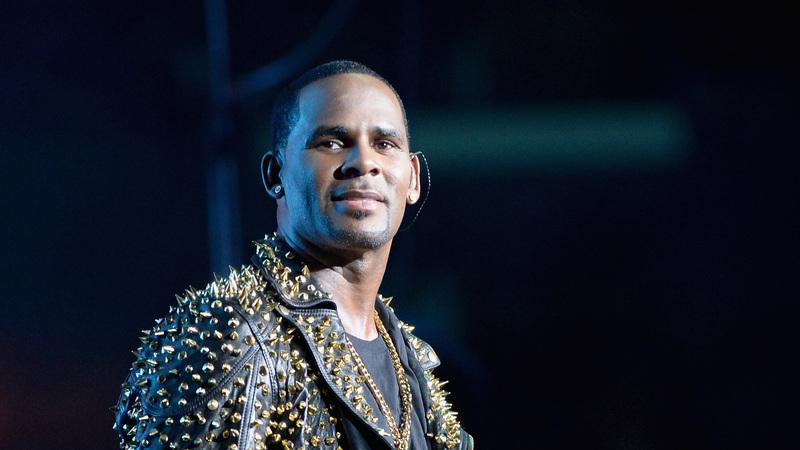 R. Kelly foi formalmente acusado de abuso sexual