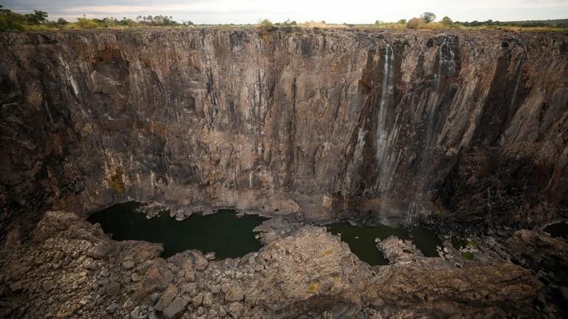 Cataratas de Vitória quase sem água devido à pior seca do século