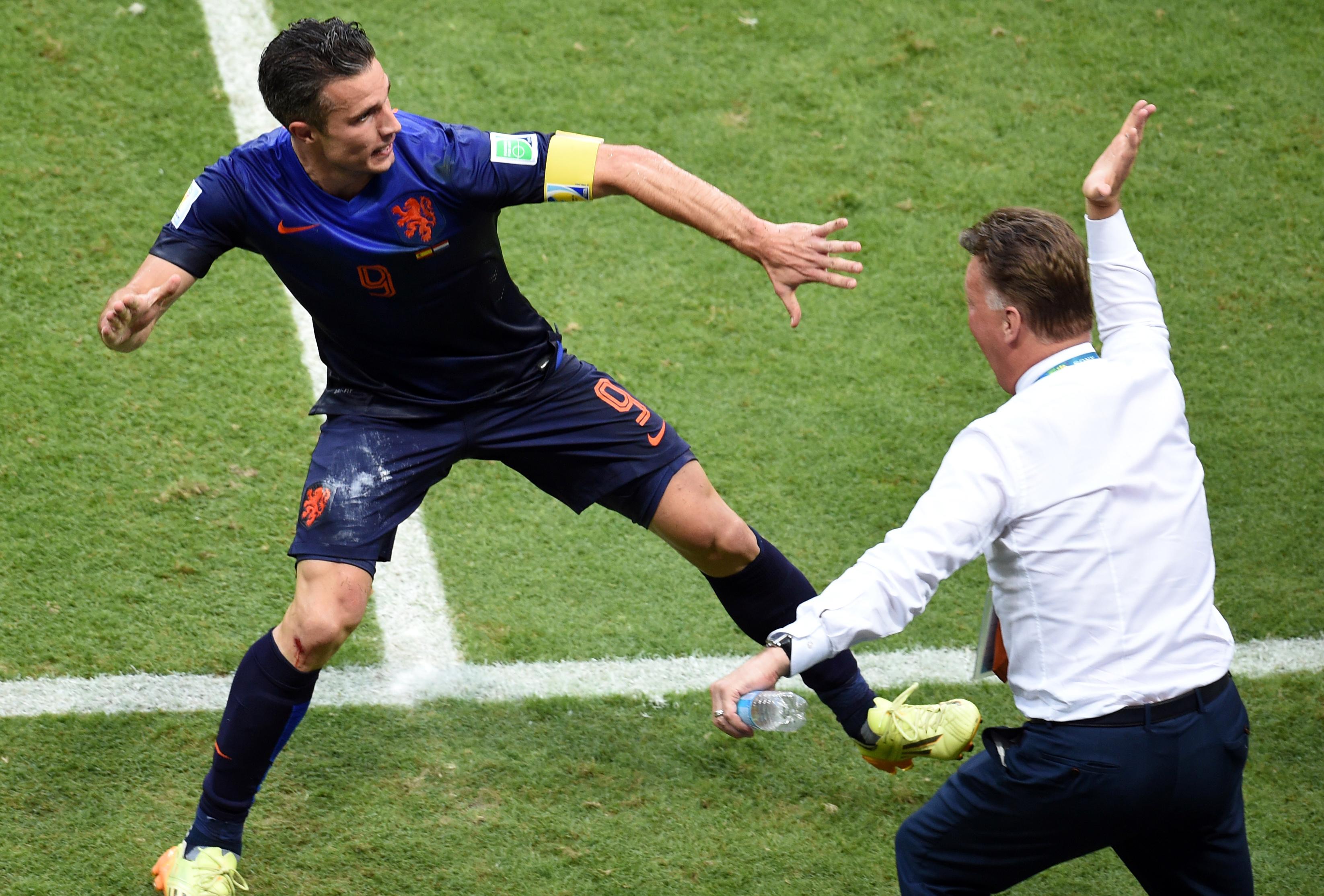 """Van Persie: """"Com a mão bem aberta Van Gaal deu-me uma chapada"""""""