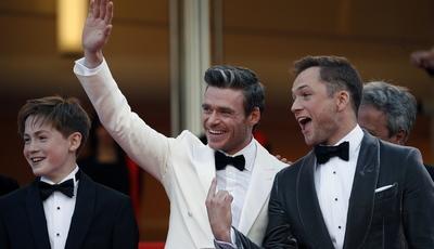"Richard Madden desvaloriza rumores: ""look"" 007 domina atenções em Cannes"