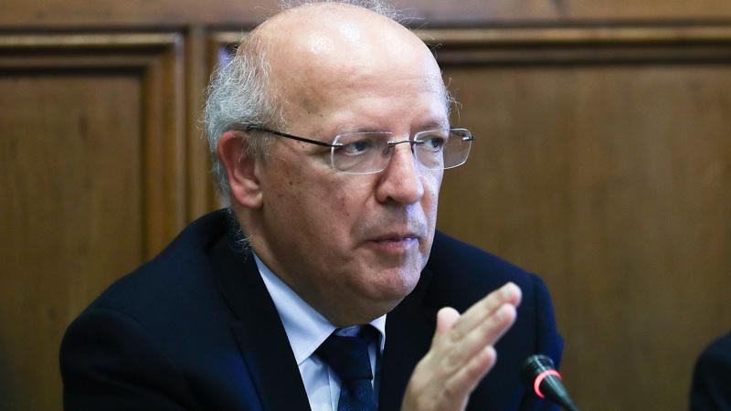 Suspensão de vistos a iranianos deve-se às condições de funcionamento da secção consular, diz Santos Silva