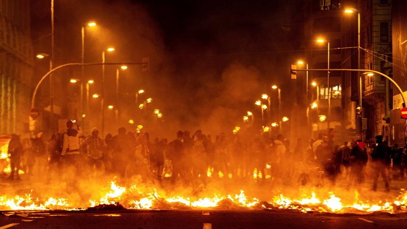 Dirigentes políticos condenados demarcam-se dos atos de violência na Catalunha
