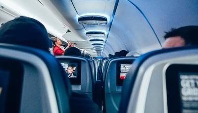 O melhor lugar do avião? DECO explica como encontrá-lo