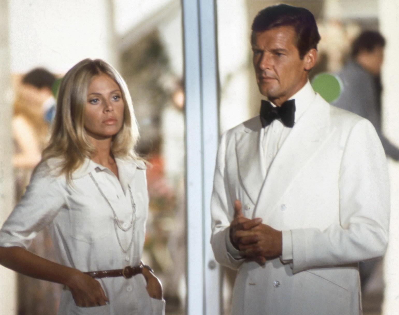 "Antiga parceira de Roger Moore lamenta: politicamente correto acabou com a ""Bond girl"""