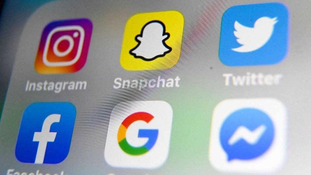 """Voltar a ser criança e envelhecer nunca foi tão rápido como a nova """"máquina do tempo"""" do Snapchat"""