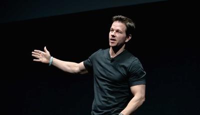 """Mark Wahlberg esteve para ser o herói de """"Uncharted"""". Agora, será o """"pai"""" de Tom Holland"""