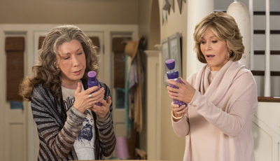 """""""Grace and Frankie"""": Série com Jane Fonda e Lily Tomlin foi renovada e vai ter RuPaul entre os convidados"""