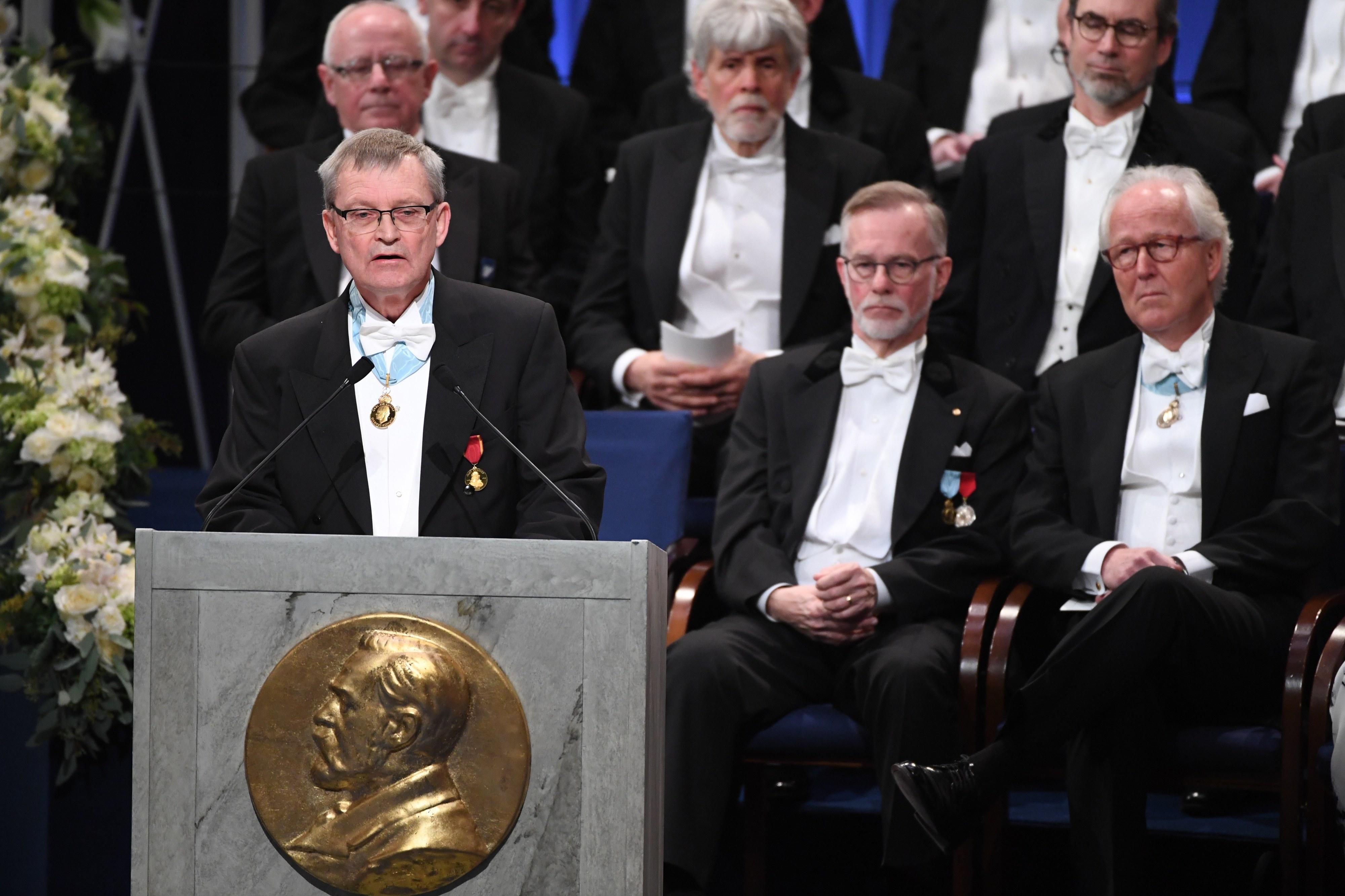 Academia Sueca pondera não conceder Nobel da Literatura este ano