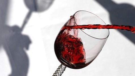 Uma fonte pública que deita vinho grátis 24 horas por dia