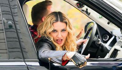 """Carpool Karaoke"": Madonna faz twerk no carro de James Corden"