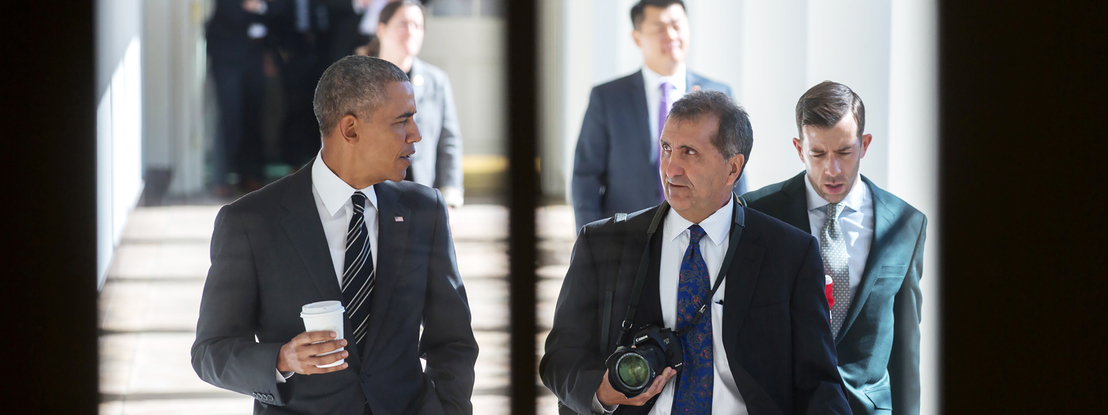 Hollywood vai fazer documentário sobre o lusodescendente Pete Souza, fotógrafo oficial de Obama