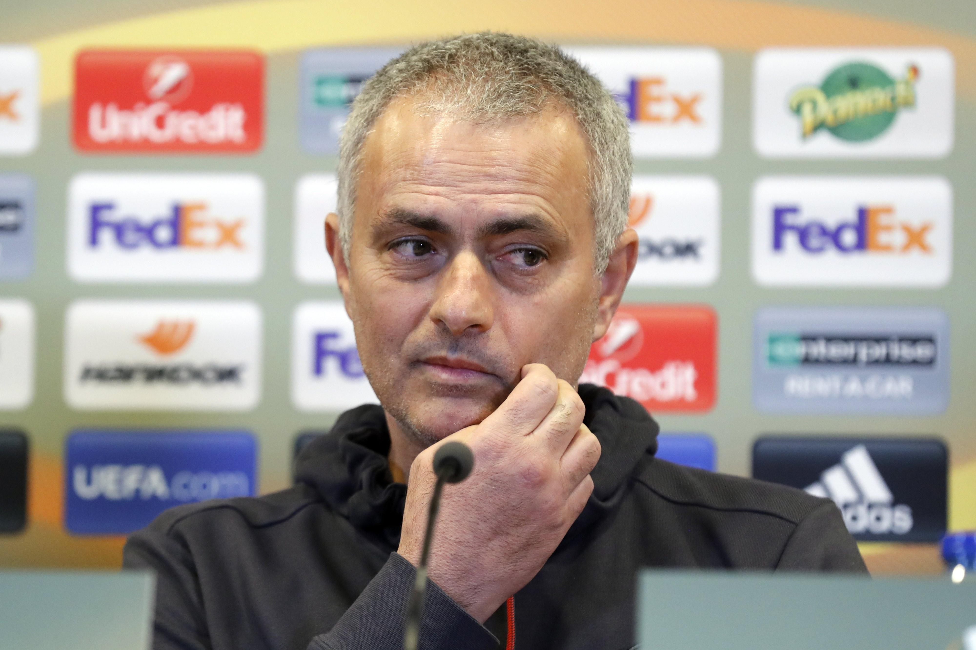 Mourinho não garante que Rooney fique no Manchester United até fim da época