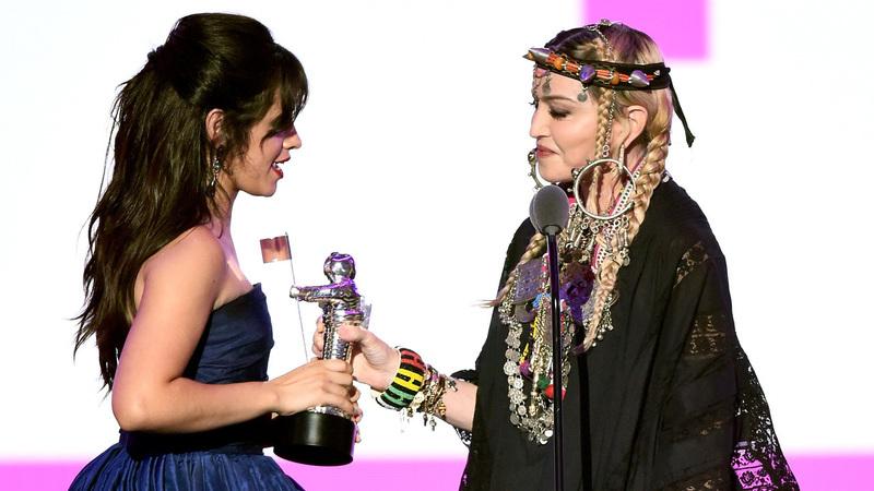 Camila Cabello coroada nos MTV VMAs. Beyoncé e Jay-Z foram os grandes derrotados da noite
