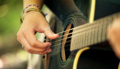 O canal que o ensina a tocar guitarra