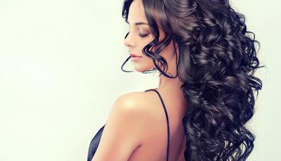 8 gestos para um cabelo cheio de movimento e forma