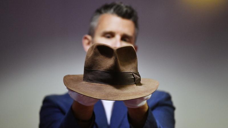 Chapéu de Indiana Jones vendido por 443 mil euros num leilão em Londres