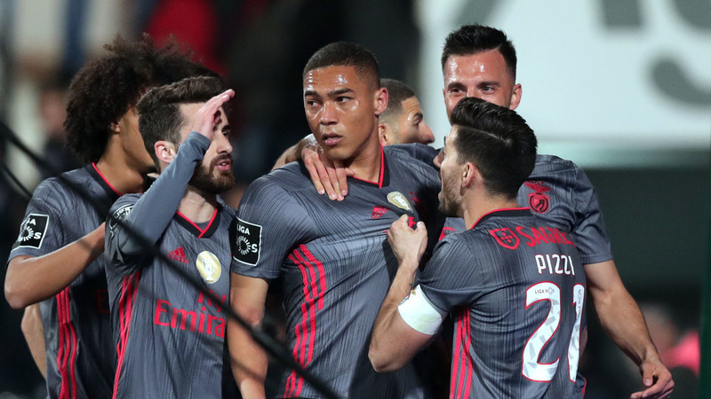 Gil Vicente 0-1 Benfica: Cabeçada de Vinícius devolve liderança às águias