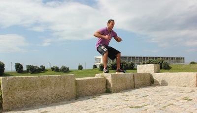 Fitness: salto com agachamento