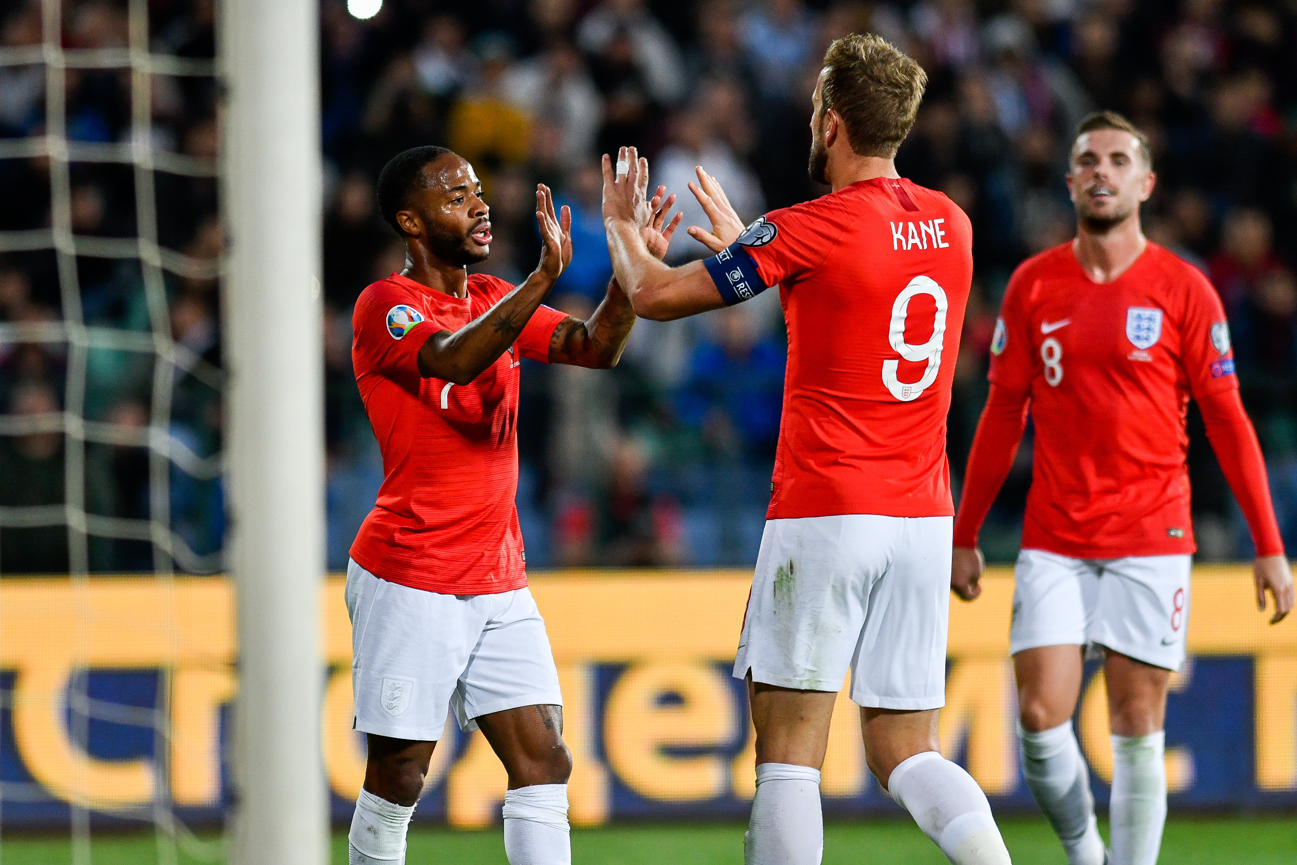 Depois dos incidentes na Bulgária, Sterling respondeu a Balakov sobre o racismo em Inglaterra