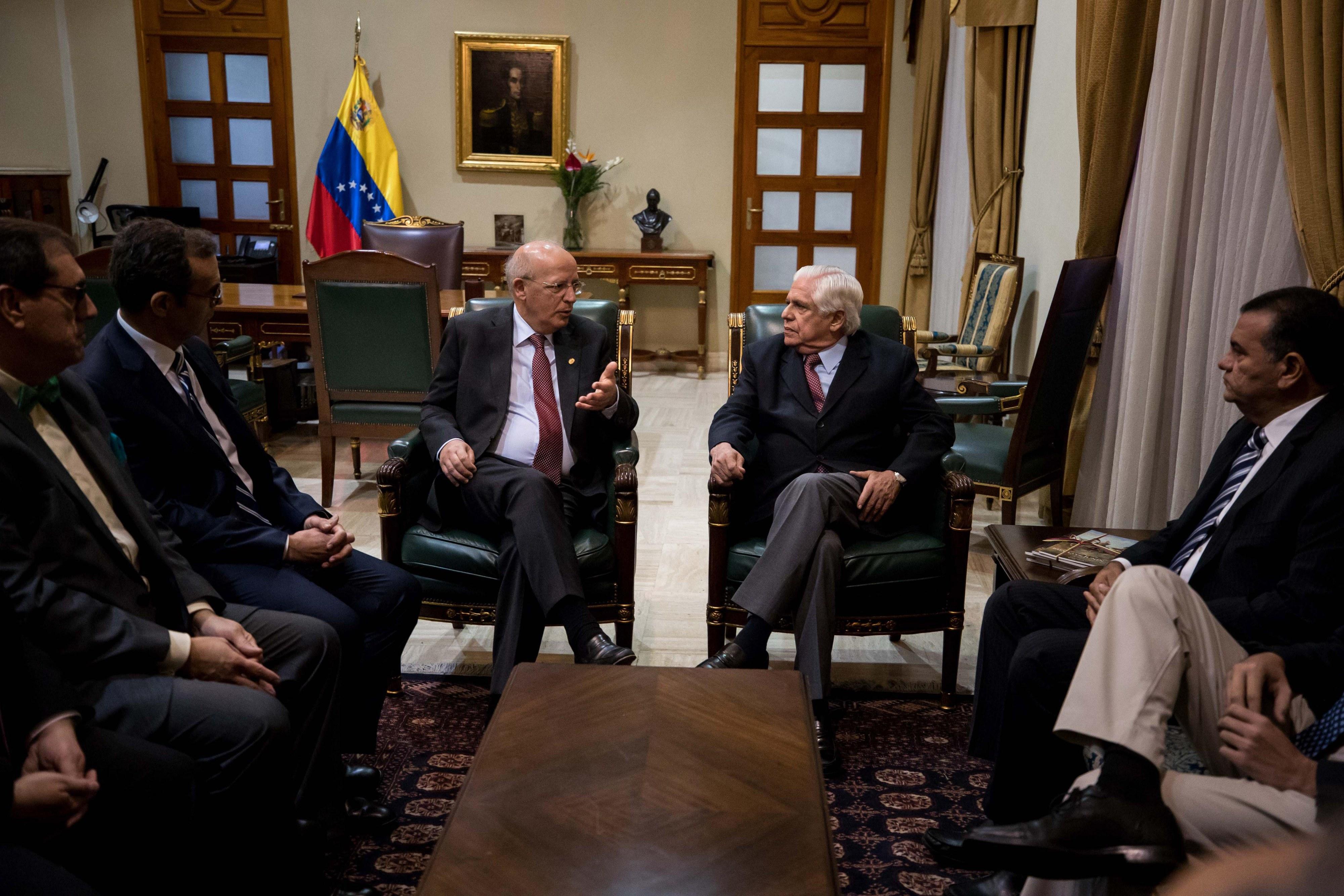Venezuela: PS elogia ação diplomática, PSD, CDS e BE criticam divulgação de matéria reservada