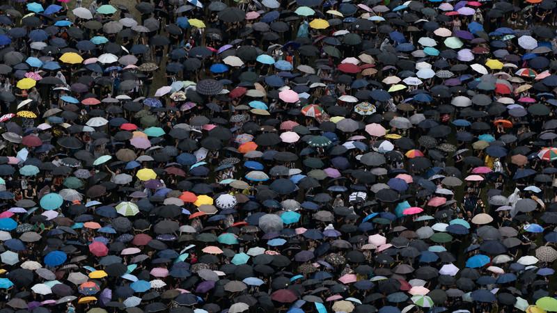 Consegue imaginar uma manifestação com mais de 1,7 milhões de pessoas? Aconteceu em Hong Kong e foi assim