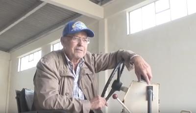 Paco Bandeira destrói com cilindro 50 mil discos seus