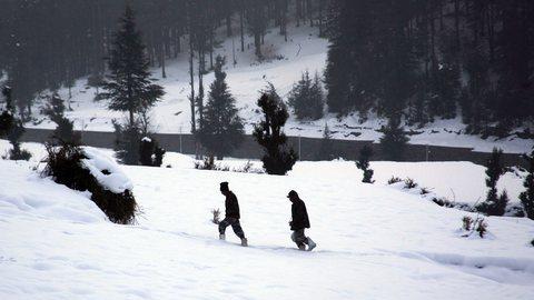 Homem é resgatado vivo seis dias após desaparecer em avalanche nos Himalaias