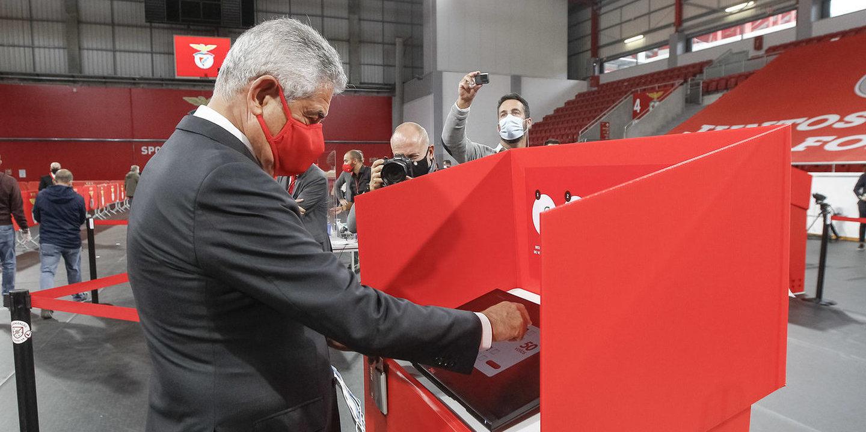 "Luís Filipe Vieira: ""Nunca roubei o Benfica"" thumbnail"