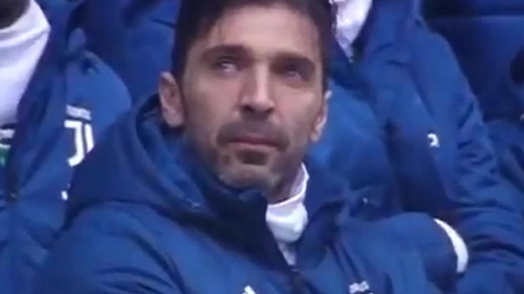 As lágrimas de Buffon no minuto de silêncio em memória de Davide Astori