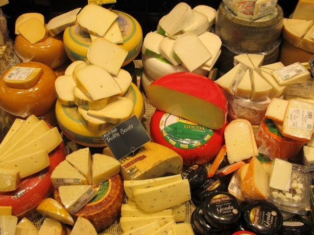 Os queijos de Portugal vão ao polígrafo. Quem sabe distinguir um Serpa de um Terrincho?