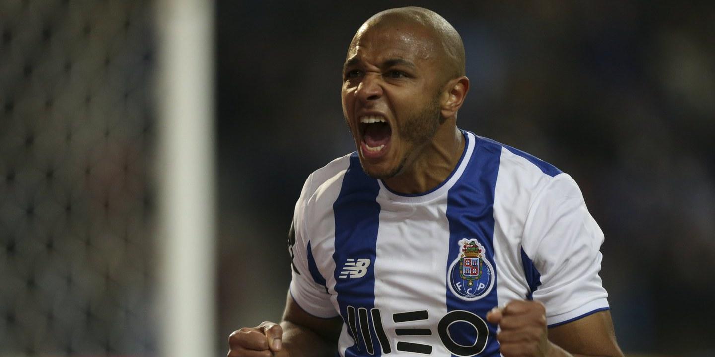 FC Porto-Tondela: Brahimi, Marega e Marcano recuperados e no 'onze'