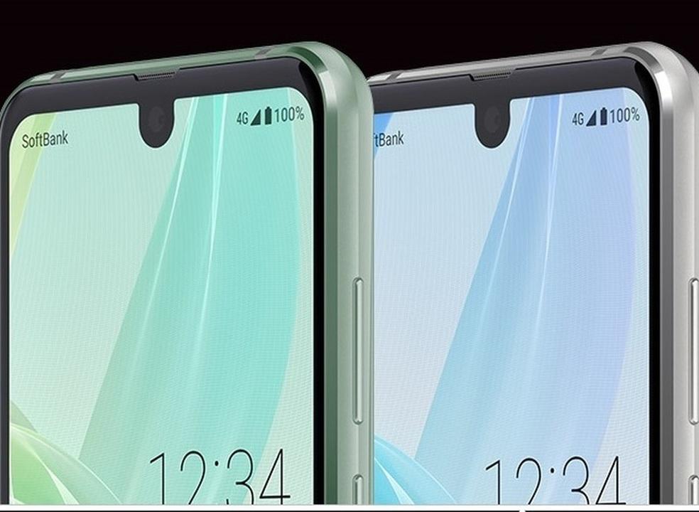 Sharp fez um smartphone com dois notch. É o Aquos R2 Compact