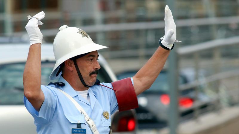 Polícia sinaleiro regressa a Castelo Branco 27 anos depois e causa surpresa nas ruas