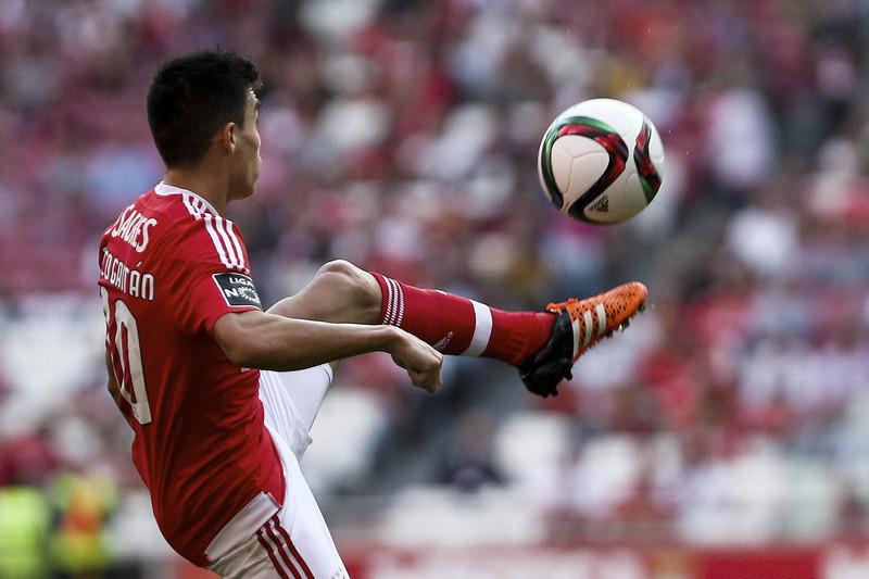 Benfica aceitou 35 milhões por Gaitán, jogador preferiu ficar