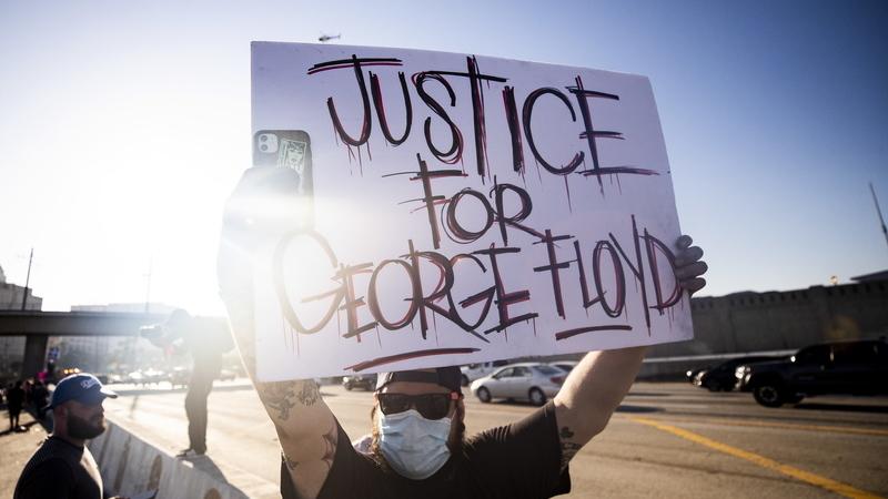 George Floyd morreu por estrangulamento, segundo autópsia independente